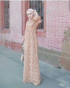 Model Dress brukat untuk lebaran 2020 – ND Kebaya Muslim, Kebaya Modern Hijab, Dress Brokat Modern, Kebaya Hijab, Kebaya Dress, Dress Pesta, Modern Hijab Fashion, Muslim Women Fashion, Muslim Dress
