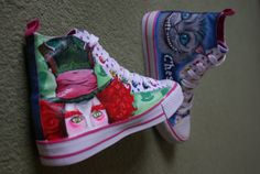 Mad Hatter on converse. Alice In Wonderland Shoes, Chesire Cat, Cheshire, Custom Converse, Witch Fashion, Hand Painted Shoes, Utila, Cat Design, Disney Style