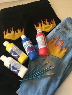 Painted Jeans, Painted Clothes, Diy Clothing, Custom Clothes, Diy Fashion, Fashion Outfits, Look Jean, Denim Art, Denim Ideas