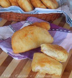 Sofficini di patate con prosciutto e formaggio ricetta lievitati buonissimi appetitosi e molto sostanziosi,con formaggio e prosciutto