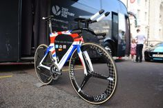 Bradley Wiggins' custom painted national champions Pinarello Bolide at the Tour of Britain