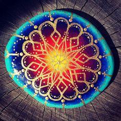 #ineedthesuntoshine #royalmandala #purecolor #purecolour #colourburst #rachelrox #paintedstones #paintedrocks #art #artist #rachelsrocks #mandala