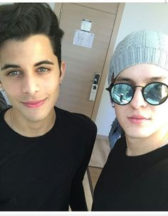 Read Chriserick from the story Imágenes de CNCO by KatherineCncowner (Katherine Gimena) with 112 reads. Round Sunglasses, Mirrored Sunglasses, Mens Sunglasses, Erik Brian Colon, Amazing Songs, Just Pretend, Lily Collins, Pretty Boys, Photo And Video