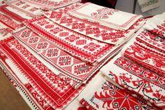 Magyar népi díszítések - Beregi hímzés - Kárpátalja - Alföld Cross Stitch Embroidery, Embroidery Patterns, Budapest, Hungarian Embroidery, My Heritage, Cross Stitch Designs, Textiles, Traditional, Quilts