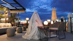 The agency hires the ghost of the haunted building where RIU opened their latest hotel in Madrid to illustrate all the amenities the hotel offers for him to rest finally in peace