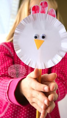 A craft and activity to go along with the Sandra Boynton book Barnyard Dance! Plus, making it is good fine motor practice for toddlers and preschoolers.