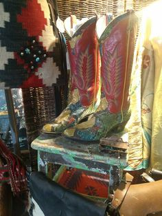 Ooo So Santa Fe .... WOW what a great pair of Larry Mahan snake skin boots.