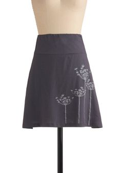 Bleach pen on fabric flowers. [Another idea to try: Draw on fabric with a marker/pen/chalk etc (that will come off in the wash), then sew (before wash) on top of drawing. Bleach Shirts, Bleach Pen, Diy Rock, Couture, How To Make Skirt, Indie Outfits, Indie Clothes, New Arrival Dress, Shirt Refashion