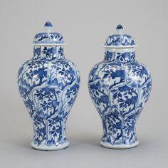 Par de vasos em porcelana Chinesa de Cia das Indias do sec.17th inicio do sec.18th, Periodo Kangxi, 26cm de altura, 3,100 USD / 2,740 EUROS / 11,670 REAIS / 19,650 CHINESE YUAN https://soulcariocantiques.tictail.com