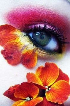 """Eye Makeup - Eye Art - """"Vision comprehendeth Him not, but He comprehendeth (all) vision. He is the Subtile, the Aware. Look Into My Eyes, Look At You, Make Up Art, Eye Make Up, Pretty Eyes, Beautiful Eyes, Art Visage, Fantasy Make Up, Glamorous Makeup"""