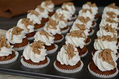 Gesztenyés mini muffin (hozzávalók 24 darabhoz: a tésztához 10 dkg csokolá. Baby Food Recipes, Sweet Recipes, Dessert Recipes, Mini Muffins, Mini Cupcakes, Cake Cookies, Nutella, Sweet Treats, Sweets