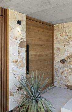 Gallery of Amaroo House / Alexandra Buchanan Architecture - 6 Front Wall Design, Door Design, Exterior Design, Interior And Exterior, Home Room Design, House Design, House Entrance, Stone Houses, Facade House