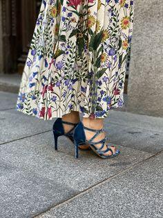 Terciopelo azul niagara Velvet Shoes, Fashion Shoes, Kimono Top, Women, Style, Templates, Blue Bridal Shoes, Shoes Sandals, Blue Nails