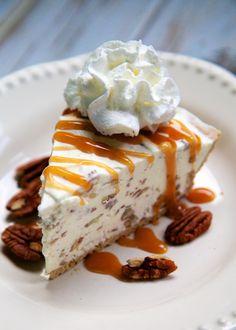 Butter Pecan Ice Cream Pie {No Machine Required} serves 8 (Printable Recipe) 1 graham cracker crust 2 cups heavy cream 1 Frozen Desserts, Just Desserts, Delicious Desserts, Dessert Recipes, Frozen Treats, Ice Cream Pies, Ice Cream Treats, Cream Pie Recipes, Pecan Cream Pie Recipe