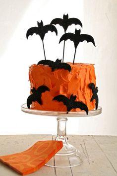 Bolo laranja com morcegos