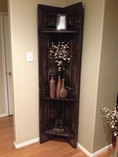 Old solid wood door repurposed into corner shelf. – I want to make this a Christ… Old solid wood door repurposed into corner shelf. – I want to make this a Christmas gift. Furniture Projects, Furniture Makeover, Home Projects, Living Room Shelves, Living Room Decor, Old Wooden Crates, Decoration Entree, Deco Originale, Corner Shelves