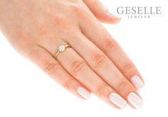 Prześliczny, złoty pierścionek zaręczynowy z brylantami w kształcie kwiatu - GRAWER W PREZENCIE | PIERŚCIONKI ZARĘCZYNOWE \ Brylant \ Żółte złoto od GESELLE Jubiler