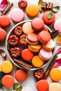 Macaron Cookies, Macaron Recipe, Macaron Flavors, Homemade Pumpkin Puree, Pumpkin Recipes, Fall Recipes, French Macaroon Recipes, French Macaroons, Powdered Food Coloring