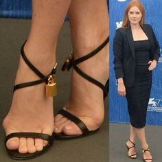 Celebrities are just people, and they suffer from bunions too. We present 40 ultra-famous women, all of whom unfortunately suffer from bunions. Amy Adams, Gorgeous Feet, Beautiful Shoes, Chrissy Teigen Model, Bunion Surgery, Knee Surgery, Iman Model, Bunion Shoes, Black Dancers