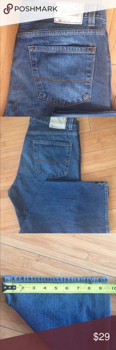 Tommy Hilfiger Jeans 36x32 Hilfiger Denim 1985 Great condition! No signs of wear on hems , see pic.  1985 Tommy Denim 36x32 Medium wash Straight leg Jeans Straight