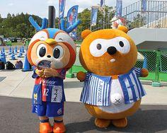 [ J2:第29節 長崎 vs 富山 ] 本日はローソンデー。会場にはローソンのキャラクター「ポンタくん」が来場。ヴィヴィくんとの絡みにファンが大集合しました。  8月31日(日)J2 第29節 長崎 vs 富山(18:00KICK OFF/長崎県立)チケット販売はこちらリアルタイムスコアボード  タグ:ヴィヴィくん 2014年8月31日(日):長崎県立総合運動公園陸上競技場