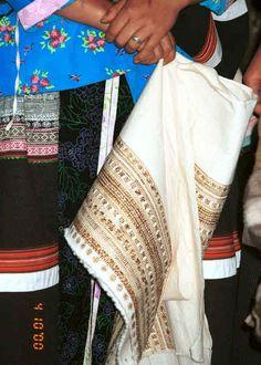 Fine Side comb Miao wax batik skirt length ready to be dyed in indigo - Long Dong village, De Wo township, Longlin country, Guangxi province 0010e17.jpg