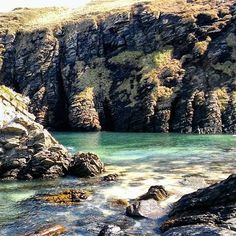 Portugal? Greece? Cornwall? No..your own private beach in the far north of Scotland! Heaven.. So glad the sun is shining and the land is warming. Feels like forever coming but I'll savour any sunshine moments I can get #lightlover #beachlover #farnorth #scotland #caithness #venturenorth #northcoast500 #true_highlands #visitscotland #artist #artiststudio #wick #travelscotland #traveller #inspirationgathering