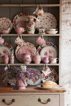 Emma Bridgewater Pottery - Our pink patterns are a bit like the flowers in a proper country garden – they look just right together, but in a nice, unplanned sort of way. Rose Cottage, Cottage Chic, Cottage Style, Vintage Shabby Chic, Shabby Chic Decor, Vintage Tea, Vintage Kitchen, Cocina Shabby Chic, Vibeke Design