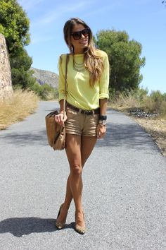 love!!! Sweater– Zara (old)  Shorts – Pull and Bear (SS 11), Belt – Lefties (AW 11-12)