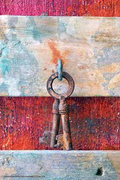 Vamos a ver cómo imitar el efecto oxidado en objetos de madera, ideal para un estilo rústico o industrial. Decoracion Low Cost, Magic Hands, Faux Painting, Paint Effects, Recycled Furniture, Nuno Felting, Furniture Restoration, Furniture Makeover, Chalk Paint