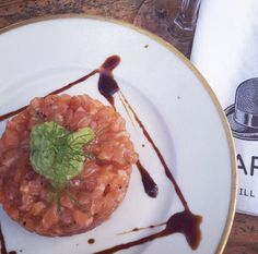 Where to get a real good salmon tartar? Where to get fancy gin cocktails? Visit Chapeau in Winterhude!