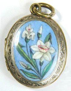 Victorian English 9k gold floral enamel locket, 1880s • http://www.ebay.com/itm/ANTIQUE-VICTORIAN-ENGLISH-9K-GOLD-FLORAL-ENAMEL-LOCKET-c1880-LOVELY-QUALITY-/330660479111?pt=LH_DefaultDomain_0&hash=item4cfce68087#ht_1755wt_1398