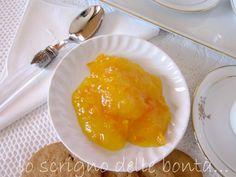 Oggi la mia proposta è la classica marmellata di arance fatta con la polpa setacciata e le scorzette; siamo nel periodo ideale per prepararla, infatti le arance migliori le abbiamo a disposizione da dicembre a febbraio, dolci e succose al punto giusto.