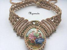 He encontrado este interesante anuncio de Etsy en https://www.etsy.com/es/listing/231645603/romantic-necklace-free-shipping