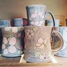 Inexpensive, elegant and versatile, pottery is a worthwhile addition to your home, and you should definitely consider getting some for your interior design project. Pottery is used to decorate diff… Pottery Mugs, Ceramic Pottery, Clay Mugs, Ceramic Techniques, Pottery Sculpture, Sgraffito, Pottery Designs, Pottery Studio, Pottery Painting