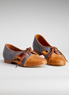 Slightly masculine flats with subtle south western details <3