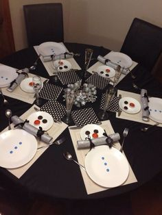 cute winter table setting, great for a children's table for Christmas, Thinking this might be in Parker's future. Christmas Table Settings, Christmas Tablescapes, Christmas Table Decorations, Tree Decorations, Christmas Tea, Christmas Holidays, Celebrating Christmas, Scandinavian Christmas, Christmas Place