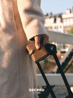 Jetzt NEU glamour bronze #Secrid #Miniwallet #Kartenetui  Das Miniwallet ist kompakt und aufgrund des Druckverschlusses bequem in jeder Tasche mitzunehmen. Gefunden auf #Kontor1710