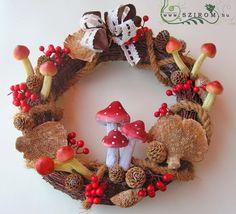 őszi kopogtató gombákkal (27cm) Burlap Wreath, Wreaths, Christmas Ornaments, Halloween, Holiday Decor, Fall, Diy, Home Decor, Xmas Ornaments