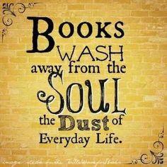 """""""Os livros lavam da alma o pó da vida cotidiana"""".  Fotografia: Brittney em Indulgy."""
