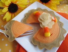 Pumpkin Pie Pancake for Thanksgiving Breakfast - Recipe & FREE Tutorial Pumpkin Recipes, Fall Recipes, Cute Food, Good Food, Pancake Art, Pancake Ideas, Pancake Recipes, Thanksgiving Treats, Thanksgiving Activities