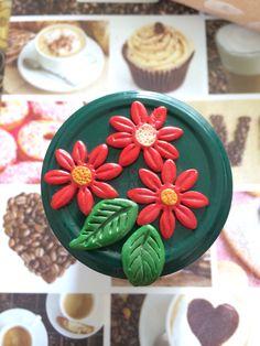 Tappo barattolo con fiori decorativi in fimo