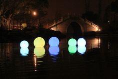 Ledowe lampy ogrodowe. Wodoodporne, ładowane indukcyjnie. 16 kolorów marka MILOO
