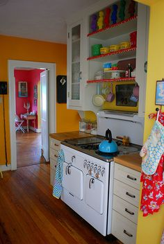 Bright and colorful kitchen!