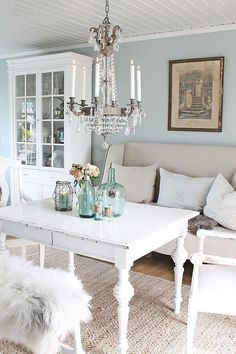 30 besten Shabby Chic Bauernhaus Wohnzimmer Dekor Ideen 2019 54 – Craft Home Ideen - farmhouse living room furniture Blanc Shabby Chic, Salon Shabby Chic, Casas Shabby Chic, Shabby Chic Mode, Estilo Shabby Chic, Shabby Chic Bedrooms, Shabby Chic Furniture, Shabby Chic Decor, Distressed Furniture