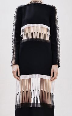 Christopher Kane PF 2016 - detail // black and white 3d Fashion, Knitwear Fashion, Knit Fashion, Fashion Details, Runway Fashion, High Fashion, Fashion Show, Womens Fashion, Fashion Design