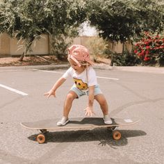 Rosie is skateboard obsessed and has been doing lessons with daddy! She seriously loves it and she is already better than me 🤷🏼‍♀️ here are some pics from her latest lesson 💗 Lil Baby, Baby Kids, Little People, Little Ones, Little Girls, Kids Brand, Cute Kids, Cute Babies, Foto Baby