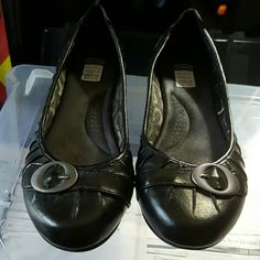 Dr. Scholls black shoes Black, stylissh, comfy and never been worn. Great for any job that you have to walk a lot. Dr. Scholls Shoes Flats & Loafers