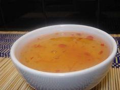 Deze Pruimensaus is gemakkelijk om te maken en kan zowel warm als koud geserveerd worden. Gebruik deze Chinese Pruimensaus als een dipsausje of schenk het over je favoriete kip of varkens gerecht. Ingrediënten : 300 gram pruimenjam 1 eetlepel bruine...