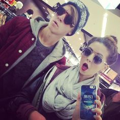 Zoe and Joe Sugg, perfection runs in the family. I'm late but I just saw Zoella's nickname Zoe is like Joe but with Z. But Yessss it doessss! British Youtubers, Best Youtubers, Joe And Zoe Sugg, Joseph Sugg, Sugg Life, Marcus Butler, Caspar Lee, Tanya Burr, Tyler Oakley